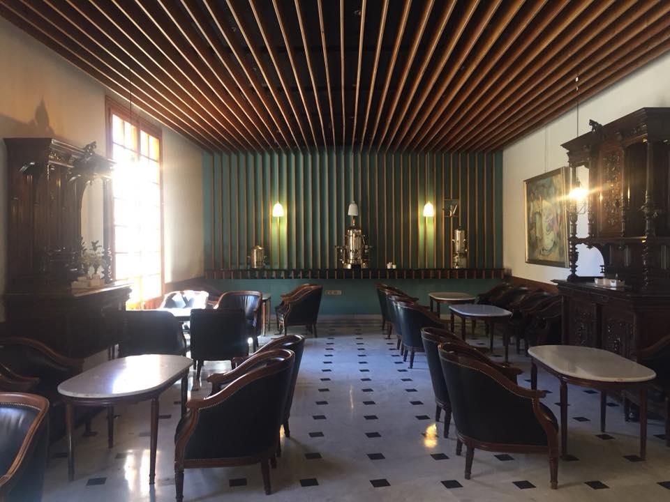 Cafetería Doña Remedios: Salón Castaña